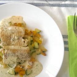 Pfirsich-Gurken-Fenchel-Salat mit Fisch (V)