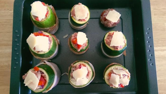 Gefüllte Zucchini mit Hackfleisch-Paprika-Füllung und Speckmantel 3