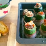 Gefüllte Zucchinis im Speckmantel