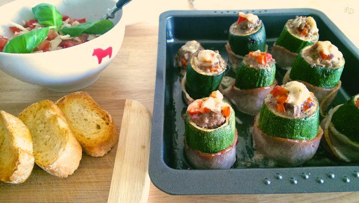 Gefüllte Zucchini mit Hackfleisch-Paprika-Füllung und Speckmantel 5