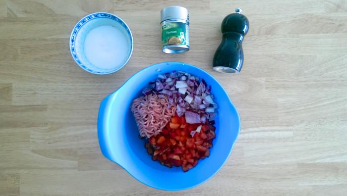 Gefüllte Zucchini mit Hackfleisch-Paprika-Füllung und Speckmantel 2