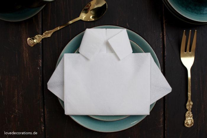 Servietten falten Hemd Vatertag
