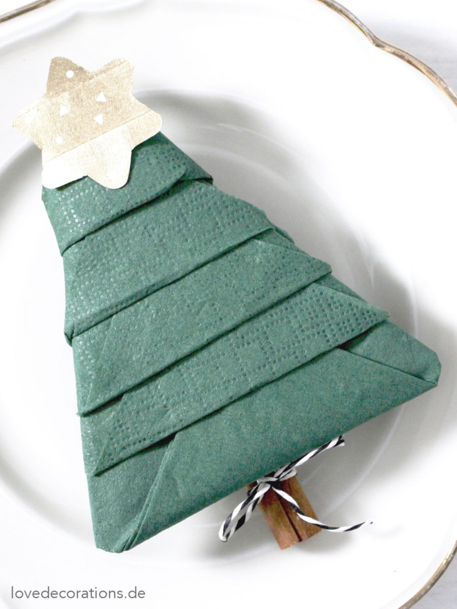 Servietten falten: Tannenbaum | Napkin Folding: Christmas Tree