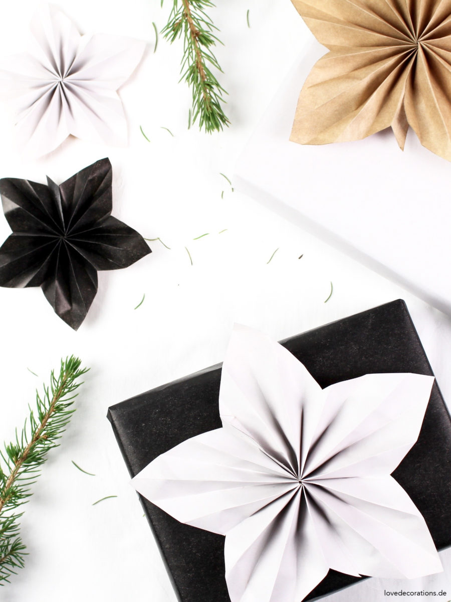 DIY Paper Christmas Star as Wrapping Topper | DIY Weihnachtsstern Geschenk-Topper