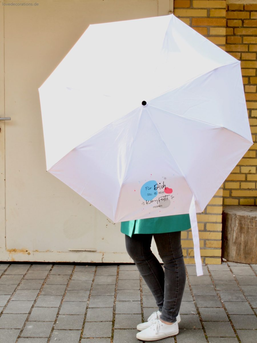 DIY 'Für Dich soll es heute Konfetti regnen' Regenschirm bemalen und belettern zum Muttertag